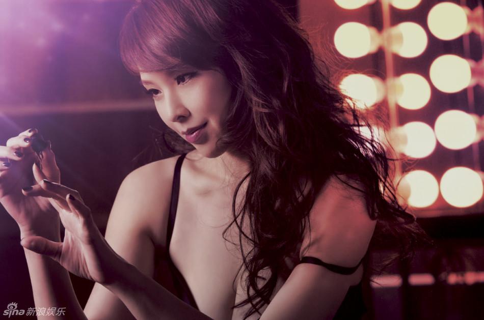 38岁台湾熟龄美女天心《gq》薄衫大片曝光