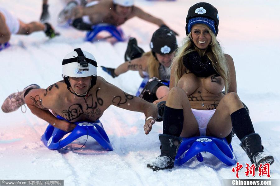 德国上演裸体滑雪赛 参赛者演绎雪域性感_资讯