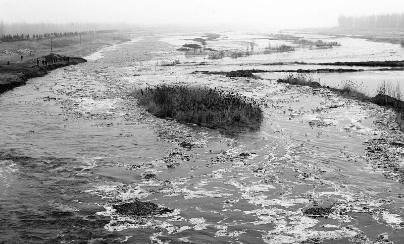 山西洪洞县曲亭水库坝体塌陷过水