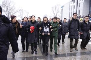 相声演员王平的老婆_《挑战生活》栏目的画面-读者潘先生供图 相声演员王平追悼会昨日举行