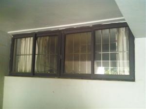 囚禁女孩的地下室窗户。 本版图片由深圳晚报记者马超摄