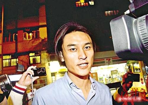 马英九女婿蔡沛然返回住处,遭记者围观