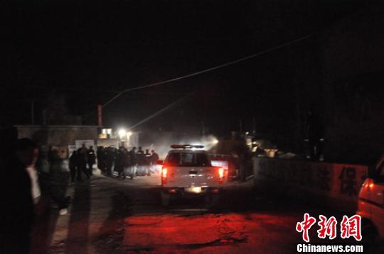 22日晚11时,事故现场救援工作基本进入尾声。 吕子豪 摄