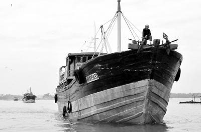 海南50艘远洋渔船驶向南沙