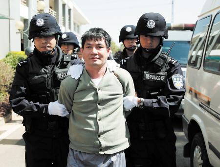 糯康被押赴刑场执行死刑. 新华社记者 王申 摄