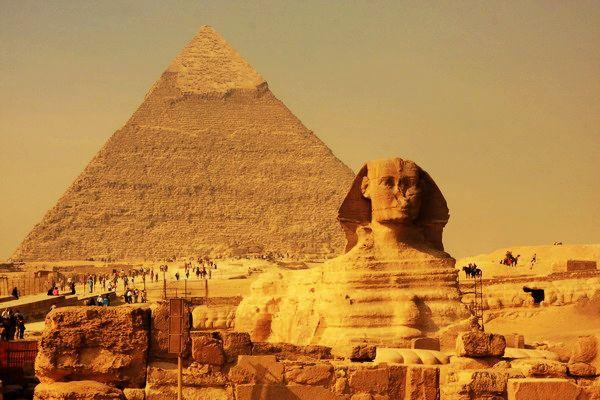 埃及的金字塔(pyramids)建于4500年前