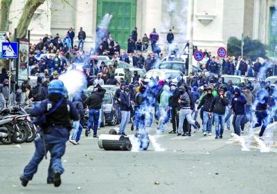 曼彻斯特德比球员冲突 罗马德比爆发球迷骚乱