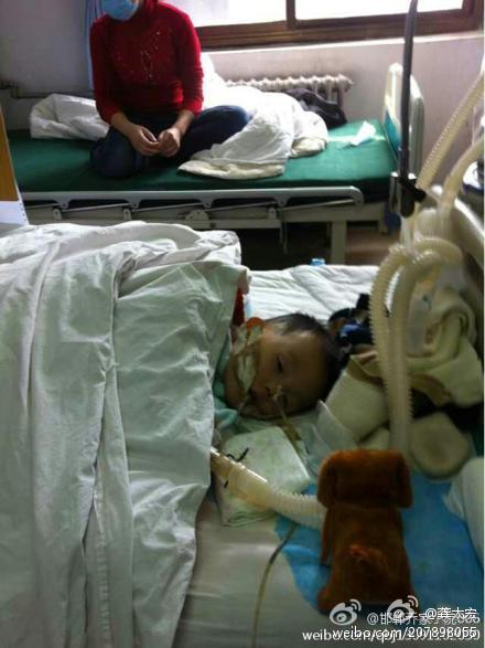 """""""前天晚上,广州白云机场,一名中年妇女欲随身携带榴莲带上飞机被拦"""