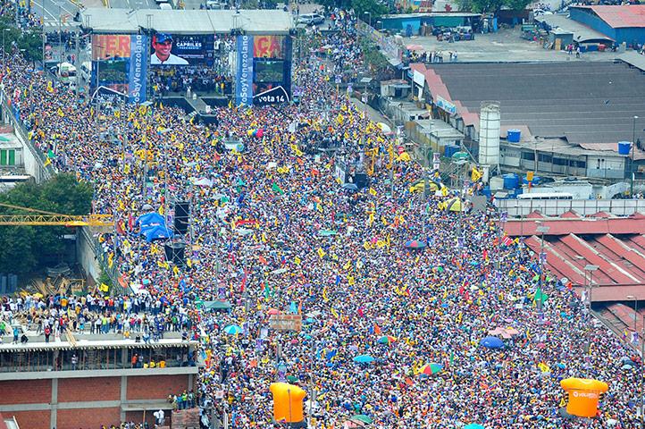 4月7日,数十万委内瑞拉反对派支持者走上首都加拉加斯街头。