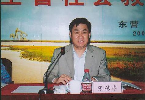 省委组织部副部长兼省委老干部局局长厉彦林宣布决定并讲话,张传亭