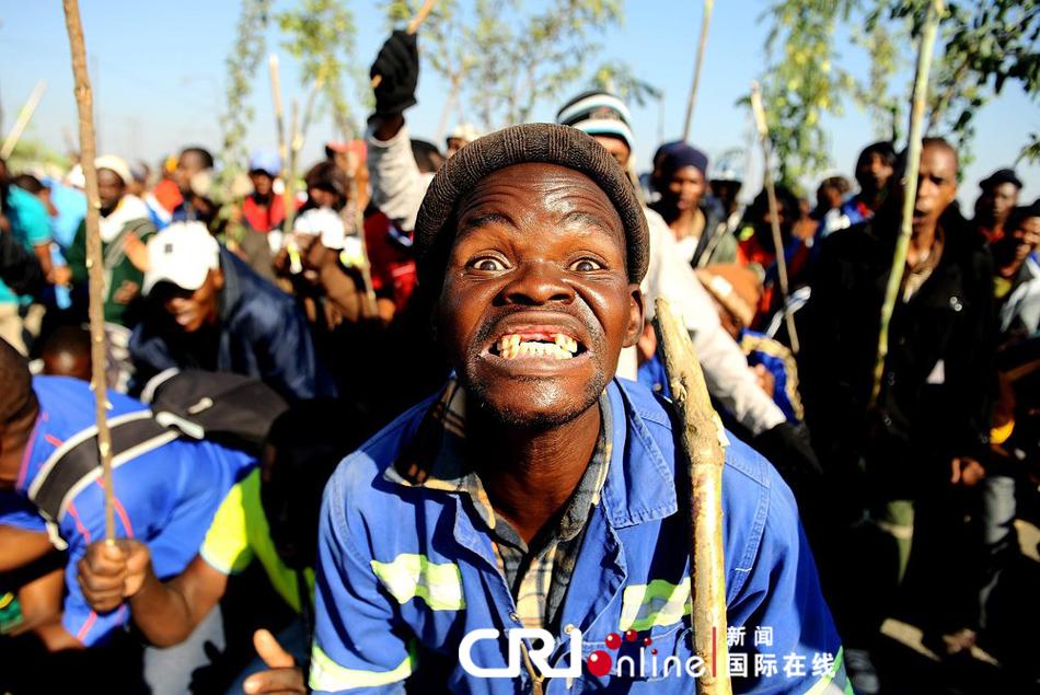 南非铂金矿工人罢工(高清组图)
