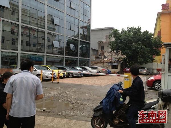 沪一市民破坏房屋承重结构 被罚20万元