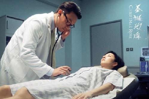 医生禽兽煨亵图片禽兽医生检查美女性侵害圣诞玫瑰