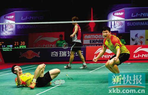 ■男双组合刘小龙(左)/邱子瀚帮助中国队锁定胜利。 新华社发