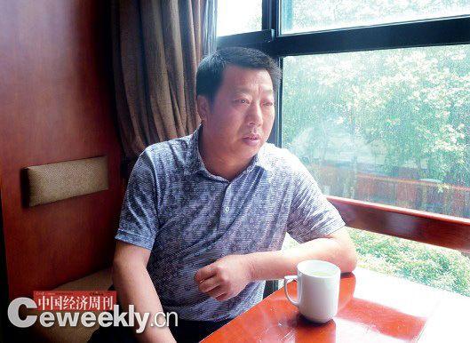 图片说明:2012年,取保候审期间,倪海清在接受本刊记者采访。 本刊记者 郭芳摄