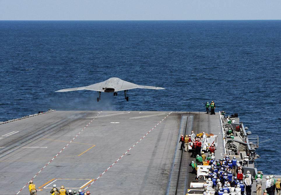 美国新无人机从航母起飞 独立思考恐变杀人机器