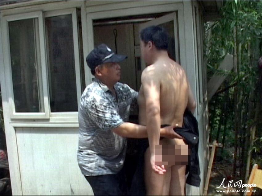 安黄师傅发现一名中年男子
