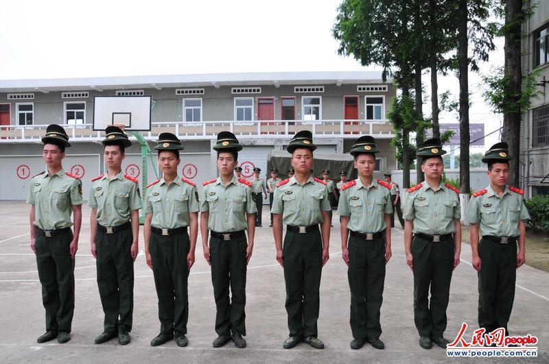 高清 武警部队公勤人员以 新兵 身份集训图片
