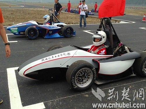 2013中国大学生方程式汽车大赛在襄阳拉开帷幕图片