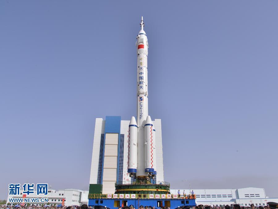 6月3日,神舟十号飞船,长征二F遥十火箭组合体,从酒泉卫星发射中心