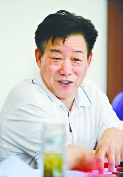 开发区大桥新区大花岭村党委书记、村委会主任林锋勤 记者刘斌 摄-