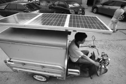 """""""低碳达人""""鼓捣出太阳能车"""