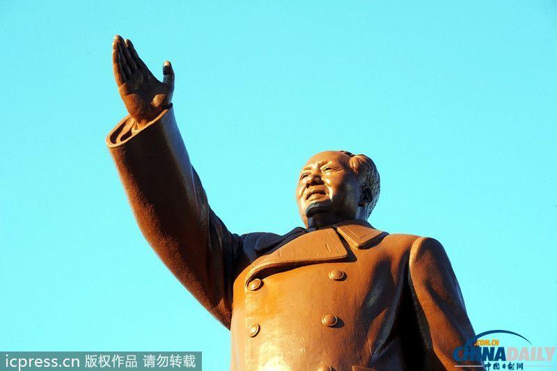 沈阳为迎全运会重新整修毛泽东塑像(组图)