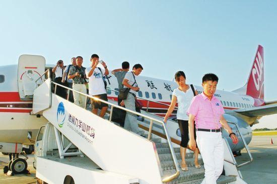 首航飞机抵达池州九华山机场