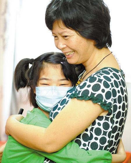"""""""爱心妈妈""""林萍:捐出48%肝脏救了8岁女孩"""