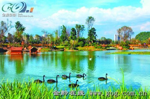 """常年保持均衡水位,一年四季碧水涟漪,波光粼粼,是观山湖区的城市""""绿肺"""