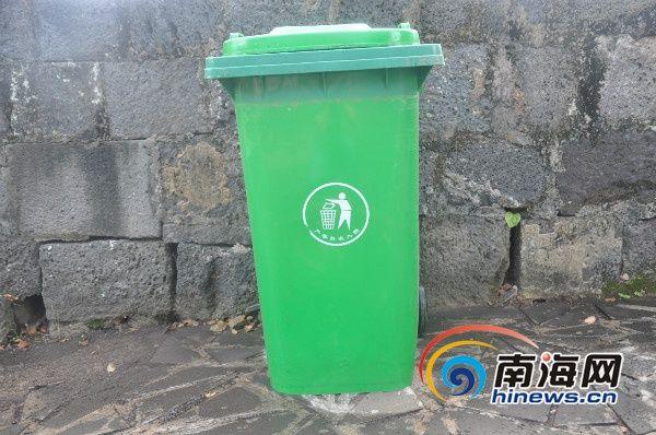 """石山镇的农村垃圾处理模式为""""户集,村收,镇运"""",大部分村子配备垃圾桶图片"""