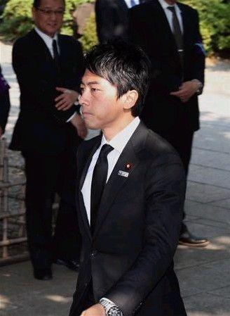 日本前首相小泉纯一郎之子参拜靖国神社(图)