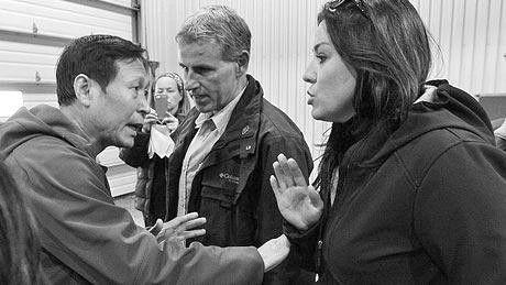 环球时报记者提问加拿大总理被拒 发生推拉场面(图)
