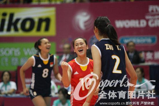 中国女排队员庆祝 高清图片
