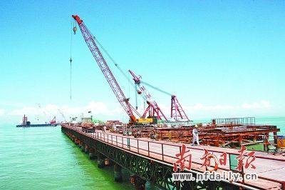 港珠澳大桥建成后,将确立起珠海在珠三角西岸中的交通枢纽地位,