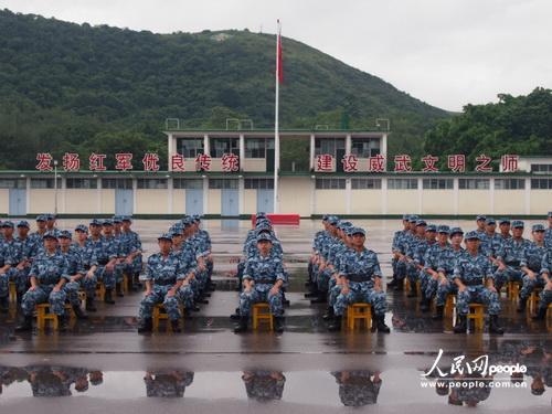 """十五天军营生活让香港大学生""""爱上""""解放军(组图)"""