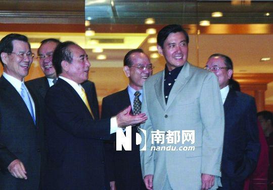 2007年8月2日晚,马英九与王金平在台北国宾大饭店会面的资料图片。 中新社发