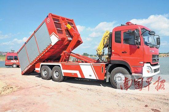 大功率远程供水泵消防车可快速抽水.罗观保摄