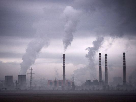 图为保加利亚一处火电厂排放废气.