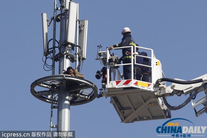 摄于北京市陶然大厦旁一信号塔