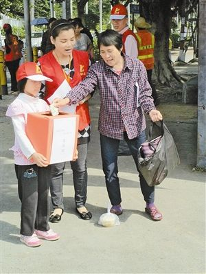 突遇小学女车祸截肢家陷困境有爱大鹏人伸援学童吴兴区图片