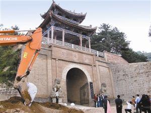 坐落在甘肃东部华池县南梁乡的荔园堡,已成为著名的红色旅游景点。 綦伟摄