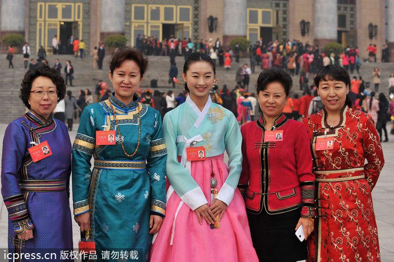中国妇女第十一次全国代表大会开幕 少数民族服饰抢眼