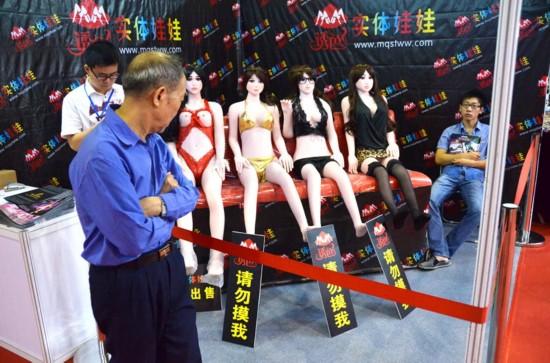 广州性文化节秀情趣内衣日女性媚爆全场(组图情趣用品网上吗在女优买有图片