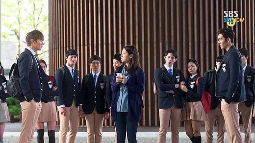 帝国高中的校服是特别订做的(图片来自韩国《中央日报》)-继承者图片