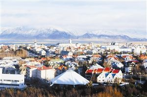 """首都雷克雅未克在冰岛语里是""""冒烟的城市""""的意思。"""
