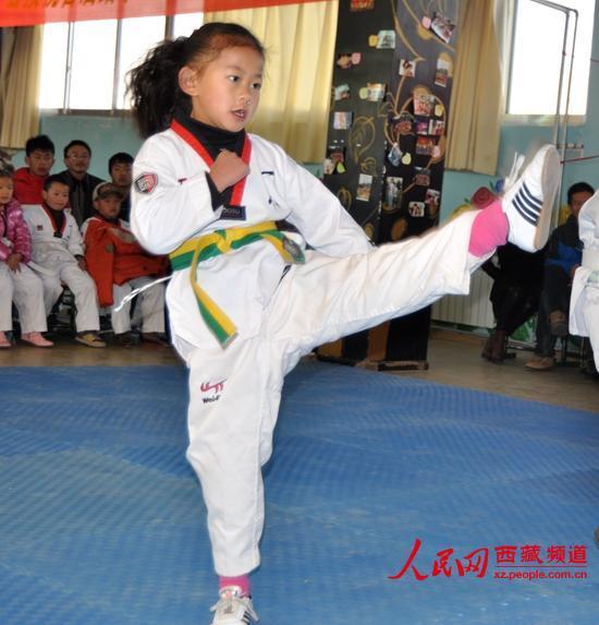 拉萨3所学校免费宣萱跆拳道晋级v学校举行|视频教授学生图片