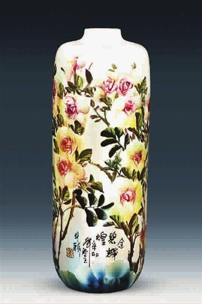 众所周知,中国陶瓷和中国书画有着悠远的文脉关系,书画是绘瓷艺术