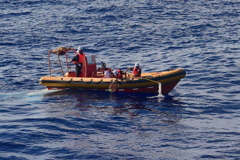 海巡01 全力排查多处疑似点 海空立体搜寻马航MH370客机图片