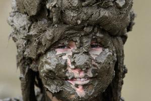 孕妇梦见清洗脸上的泥巴